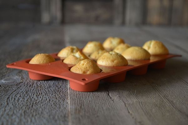 muffin backform f r 11 kleine muffins 5 cm aus silikon. Black Bedroom Furniture Sets. Home Design Ideas