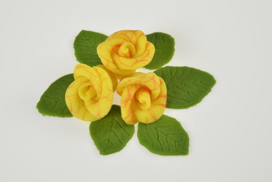 marzipanrosen set gelb mit rotem muster 4 rosen 6 bl tter. Black Bedroom Furniture Sets. Home Design Ideas