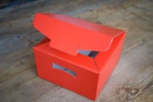 Geschenk-Karton, rot  24,5 x 24,5 x 15 cm  (ohne Deko)