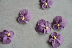 Veilchenblüten lila aus Zucker, 3 cm, 16 Stück