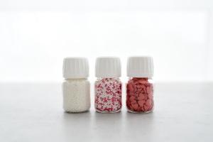 Zuckerperlen Set, 3-tlg, rot/weiß/Herzen, 80-g-Dosen
