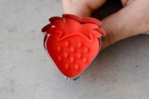 Ausstecher Erdbeere mit Prägestempel, 4,5x4,5 cm