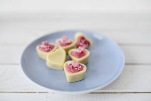 Herz-Schalen für Pralinen Weiße Schokolade, 54 Stück