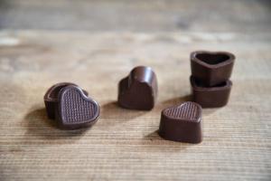 Herz-Schalen für Pralinen Zartbitter  54 Stück