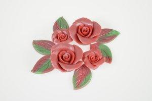 Marzipanrosen rot mit Perlmuttglanz  4 Rosen + 6 Blätter