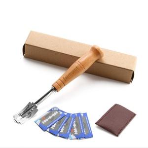 Teigritzmesser, Holz, gebogene Klinge, Länge 18,5 cm