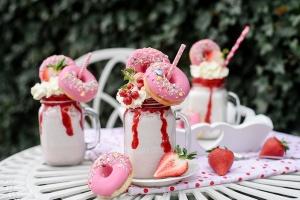 Ausgewählte Zutaten für Freakshake Erdbeere