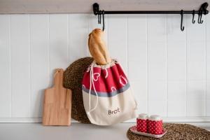 Brottasche aus Baumwolle rot/Herzen 32 x 35 cm