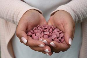 Callebaut Kuvertüre-Chips Ruby, rosa Schokolade, 500 g