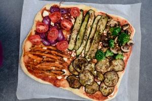Ausgewählte Zutaten für Antipasti Pizza