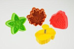 Blätter- und Früchte-Ausstecher mit Prägestempel