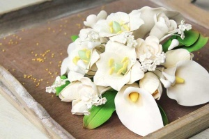 Zucker-Blumenbouquet mit Calla beige ca. 21 cm