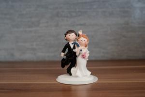 "Brautpaar ""Hiergeblieben"", Polyresin, ca. 8 cm"