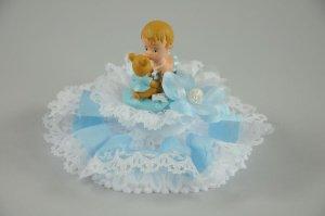 Baby auf Kissen mit Spitzen, blau 14 x 9 cm