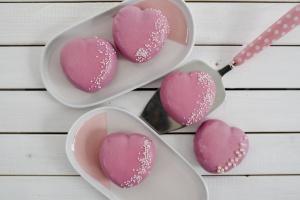 Ausgewählte Zutaten für Mini-Herz-Kuchen