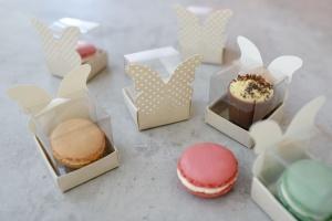 Geschenkbox gepunktet für einen Macaron 4x4x6 cm, 24 Stück