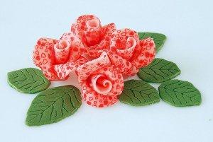 Marzipanrosen-Set rosa mit roten Herzen, 4 Rosen + 6 Blätter