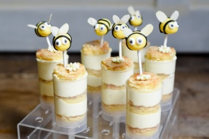 Ausgewählte Zutaten für Bienchen Push Up Cake Pops