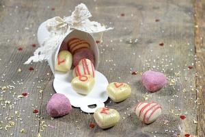Herz-Hohlkörper weiße Schokolade  54 Stück