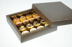 Pralinen-Schatulle mit Deckel groß,  braun glänzend