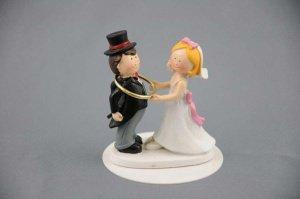 Brautpaar mit Goldreif ca. 8 cm aus Polyresin