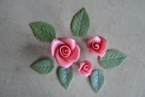 Glanzrosen Set dunkelrosa-silber aus Marzipan