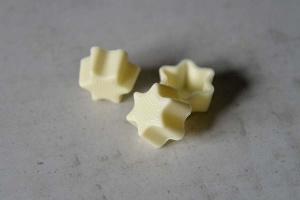 Pralinen-Sternhalbschalen weiß  56 Stück