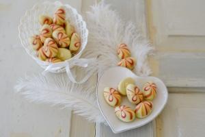 Ei-Halb-Hohlkörper -Schleife weiße Schokolade - 45 Stück