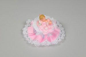 Baby auf Kissen mit Spitzen, rosa 14 x 9 cm