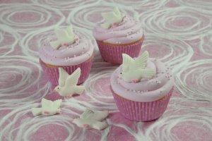 Tauben weiß, fliegend, aus Zucker, 4 x 3,5 cm 20 Stück