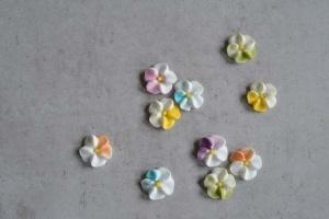 Blümchen aus Zucker 32 Stück, bunt sortiert, Ø ca. 1,5 cm