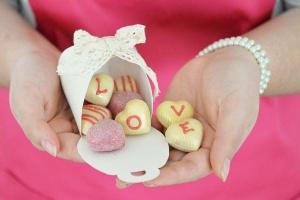 1 Lage Herz-Hohlkörper weiß+Pralinenfüllung Erdbeer 600g