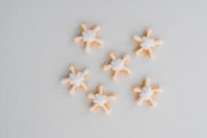 Zuckerdekor Schneeflocken, gold/weiß, 32 Stück