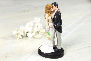 Brautpaar Kuss mit Brautstrauß, 18 cm