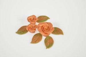 Marzipanrosen apricot mit Perlmuttglanz  4 Rosen + 6 Blätter