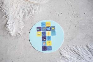 Kommunion-Aufleger -Kreuz- Ø 10 cm, blau, aus Zucker
