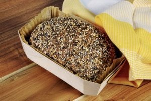 Backset: Brotbacken in der Holzbackform
