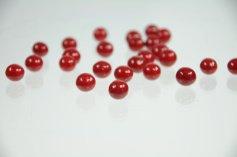 Schoko-Perlen - rot - mit weißer Schokolade, 50 g