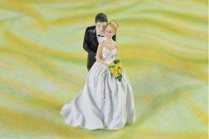 Brautpaar mit gelbem Brautstrauß  Höhe ca. 13 cm