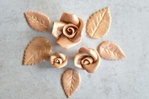 Rosenset gold aus Marzipan 9 Rosen + 14 goldfarbene Blätter
