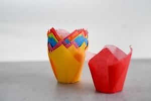 Papierbackform Tulpe im Karton, farbig sortiert, 24 Stück