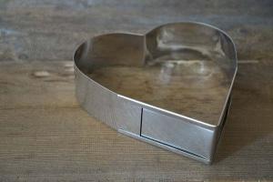 Herz-Backrahmen verstellbar von 22 - 30 cm, aus Edelstahl