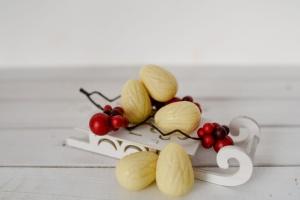 Walnuss-Schalen für Pralinen weiße Schokolade  60 Stück