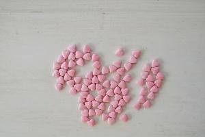 Herzen aus Zucker, rosa glänzend, 1cm, 100g
