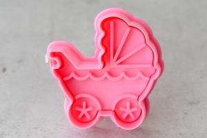 Ausstecher Kinderwagen mit Prägestempel, Kunststoff, 5,5 cm