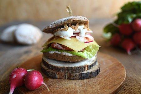 Vinschger-Burger nach Südtiroler Art