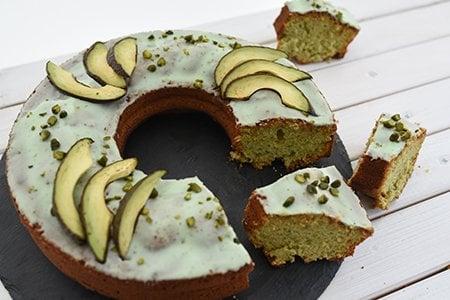 Avocado-Rührkuchen mit Limettenguss
