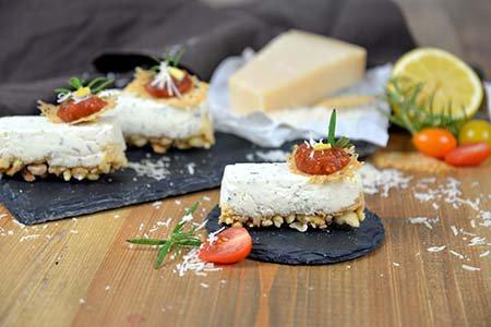 Kräuter-Frischkäse Törtchen mit Tomaten-Chutney