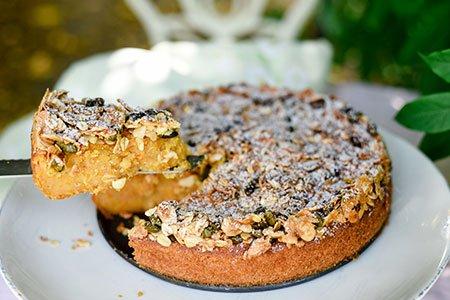 Knusper-Kürbis-Kuchen mit Mandeln und Äpfeln