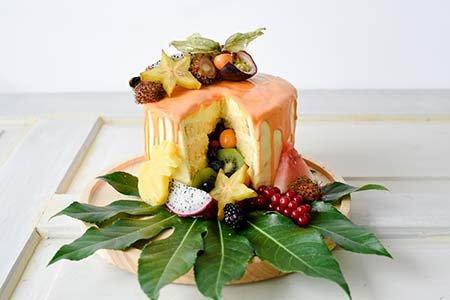 Fruchtig-frische Pinata Cake